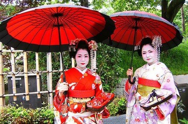 Sinteza   Kyoto, tradiție japoneză în stare pură