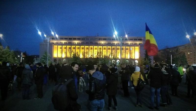 Live Video Protest în Piaţa Victoriei La închisoare Nu La Guvernare