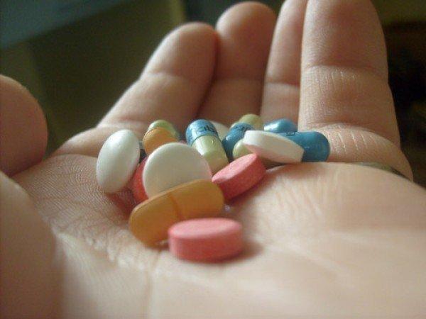 In coma: s-a suparat pe viata si a baut toate pastilele din casa ...