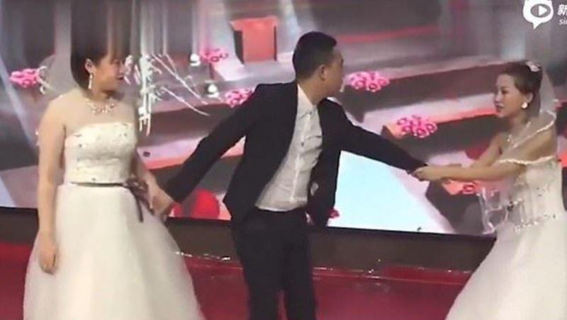 Video șoc La O Nuntă Fosta Iubită A Apărut și Ea în Rochie De Mireasă