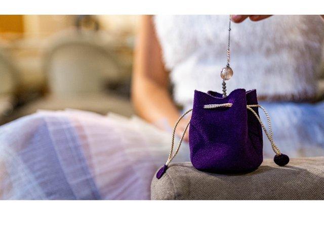 O femeie a furat bijuteriile mirilor, în ziua nunţii. S-a întâmplat la Hârlău