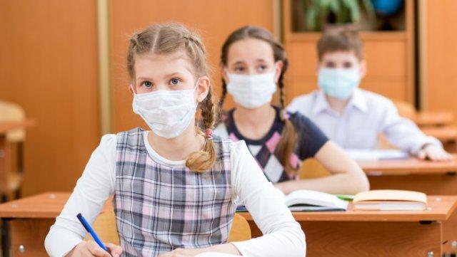 Caravane de vaccinare în şcoli pentru elevi şi profesori