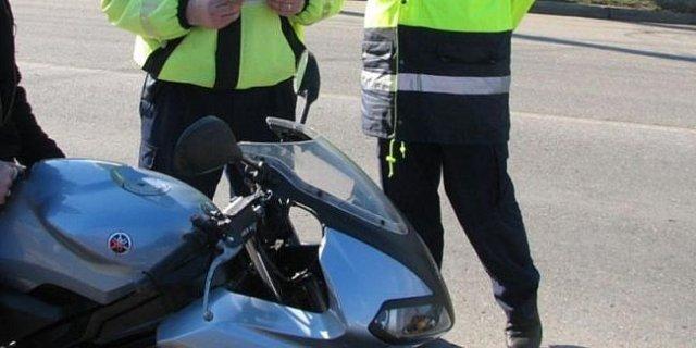 Un bătrân de 81 de ani conducea un motociclu fără permis