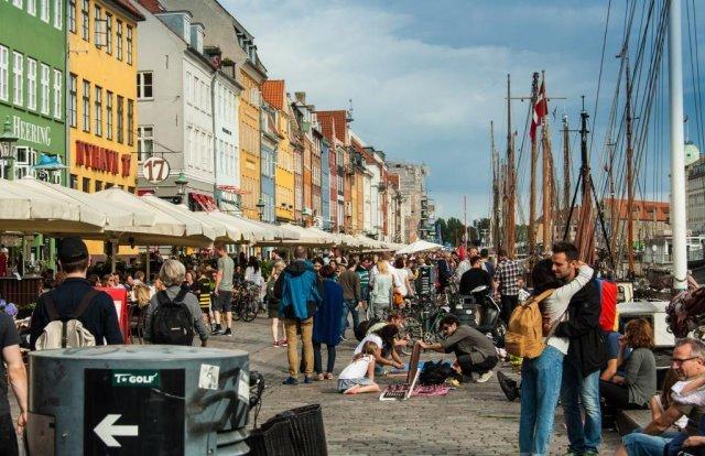Danemarca declară pandemia sub control și elimină permisul sanitar