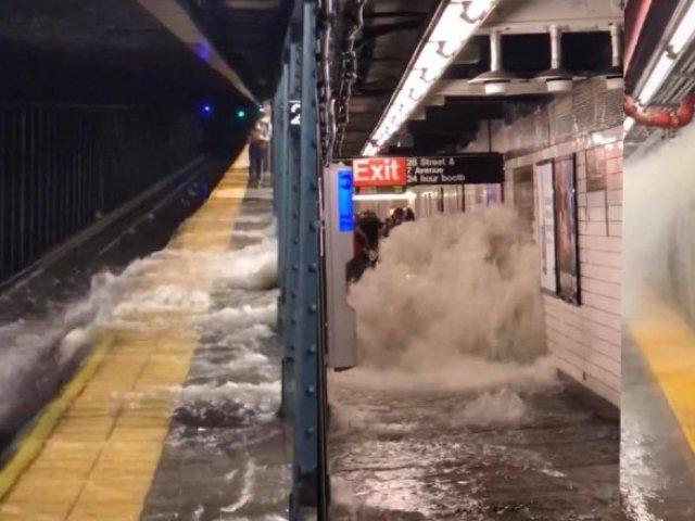 VIDEO: Momentul în care metroul din New York este inundat