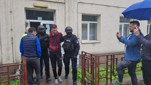 Tânărul care a avariat 15 mașini de la Lețcani la Iași fără a fi băut va fi dus la Socola
