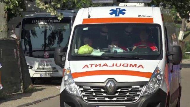 Un bărbat de 51 de ani a fost strivit de un molid care a căzut peste el