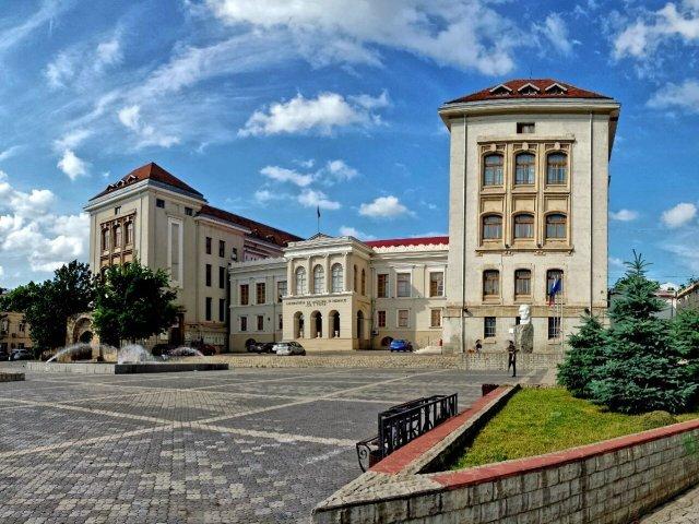 Program de toamnă încărcat la UMF: 1.582 de absolvenţi depun jurământul lui Hipocrate