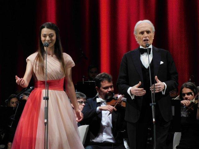Concert susţinut de José Carreras şi de Laura Bretan în Piaţa Unirii din Oradea