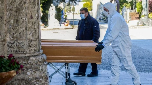 Bărbat găsit mort în casă după ce fusese diagnosticat cu Covid 19