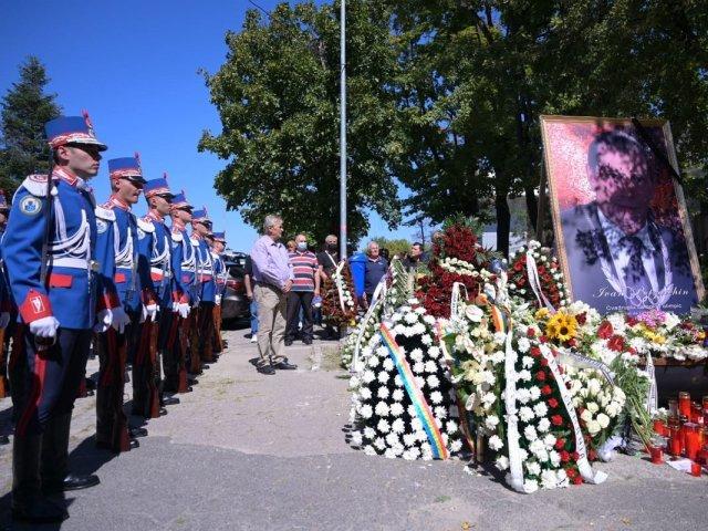 """VIDEO: Ivan Patzaichin a fost înmormântat cu onoruri militare. """"Tata a fost totul. Ne-a adorat pe mine şi pe mama"""""""