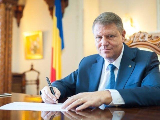 Preşedintele Iohannis a semnat decretele pentru miniştrii interimari