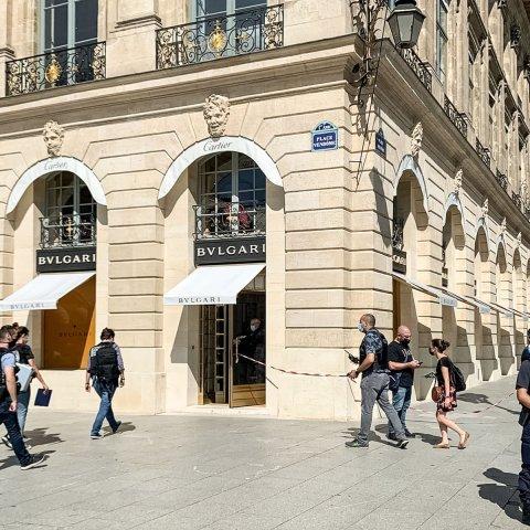 Jaf armat de zece milioane de euro la un magazin de bijuterii de lux din Paris