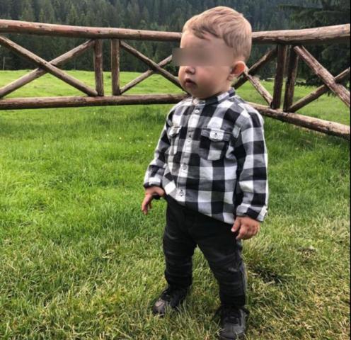 Băiețel cu pareză după o injecție făcută de pediatru. Doi ani de chin