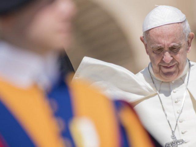 """Papa Francisc avertizează că ameninţarea antisemitismului este """"încă la pândă"""" în Europa"""