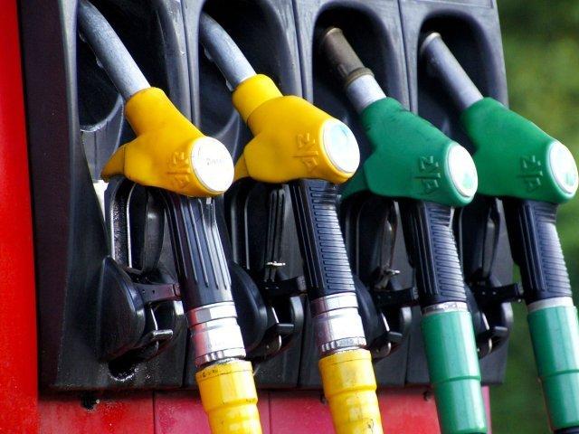 Atenţie şoferi! Carburanţii se pot scumpi şi mai mult decât în prezent