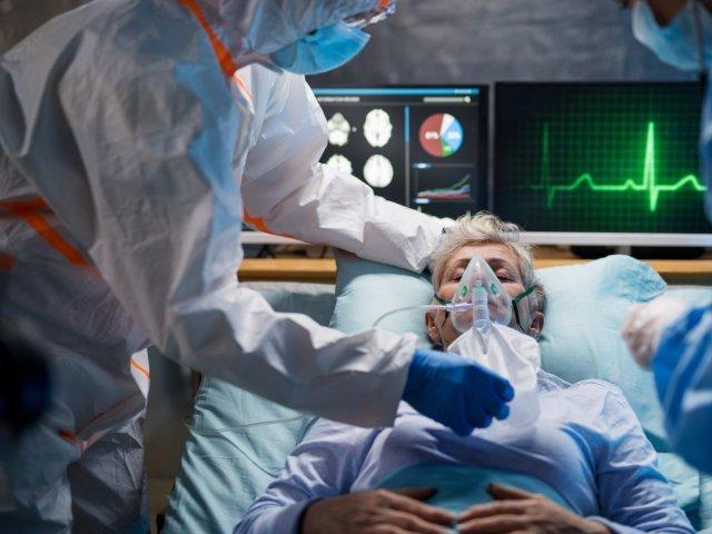 Medic ATI reîntors într-un spital de stat să-şi ajute colegii: Sunt oamenii care vin să-şi vadă soţul sau soţia pentru ultima dată