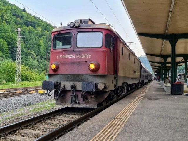 Se modernizează CFR-ul. Bilete cumpărate cu cardul în tren chiar și la dormit