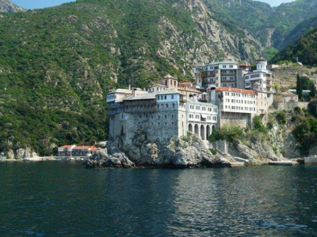 Mai mult de o mie de călugări din mănăstiri de la muntele Atos, infectaţi cu SARS-CoV-2