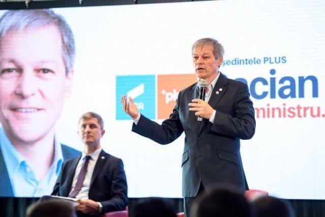Cum folosesc Cioloș și Ghinea Facebook-ul ca să se ciondănească