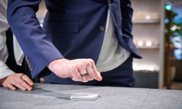 Inelul inteligent care facilitează plăţi contactless a fost lansat în Japonia