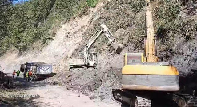 VIDEO: Imagini de la detonarea unui versant de pe DN 17B, județul Suceava