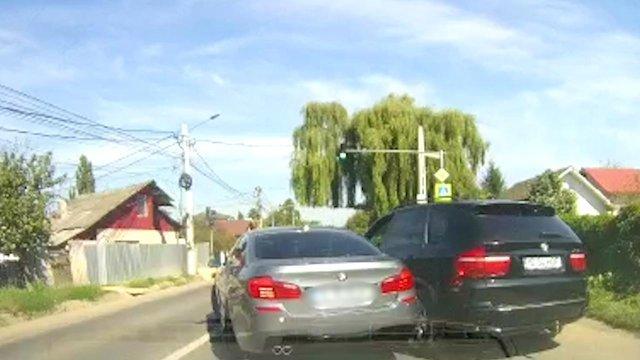 Șoferul unui bolid loveşte maşina în care se afla fosta iubită pe un drum din Iaşi
