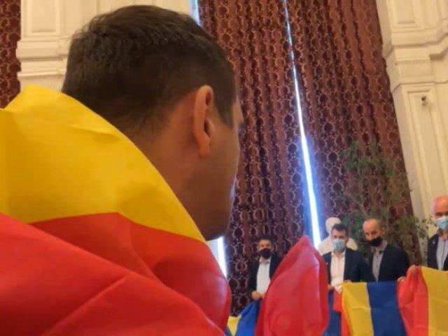 Simion anunţă că senatorii şi deputaţii AUR au intrat în grevă parlamentară