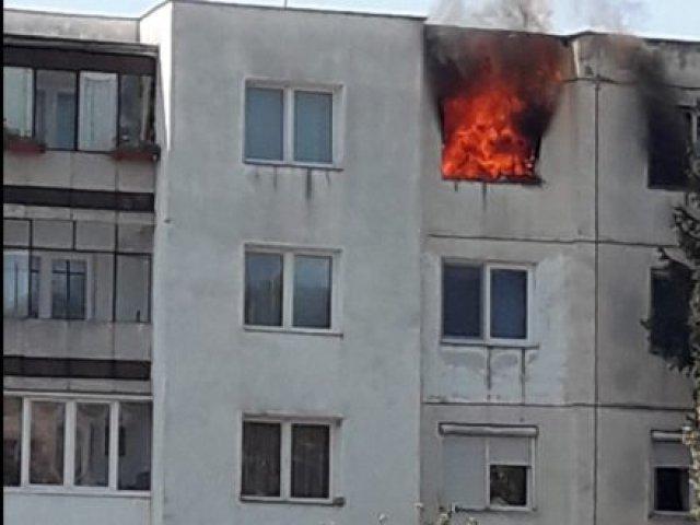 Un bărbat a murit într-un incendiu la un bloc de garsoniere