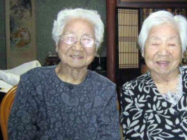 Cei mai în vârstă gemeni identici din lume! Împreună au  314 ani si 600 de zile