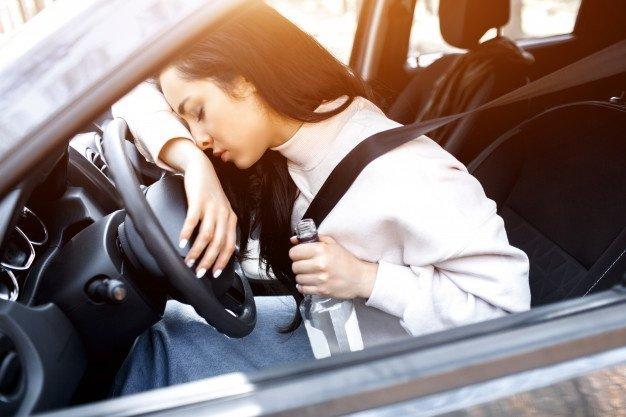 Tânără economistă prinsă beată criţă la volan. A refuzat probele de sânge
