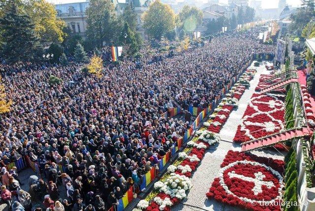 """Mitropolia se aşteaptă la număr record de pelerini la """"Sf. Parascheva"""". Vor fi restricții?"""
