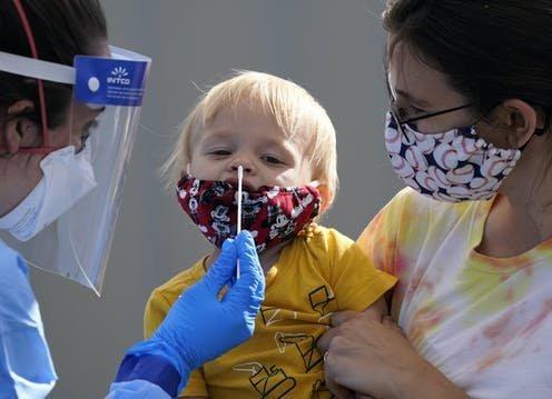 Copiii până în 12 ani sunt exceptaţi de la măsura carantinei şi testului RT-PCR dacă vin din ţări de pe lista roşie