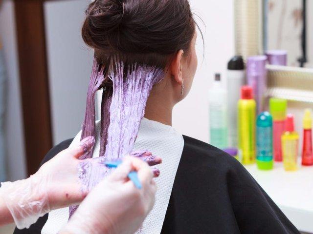 O nouă reacţie alergică provocată de Covid-19, la vopsirea părului