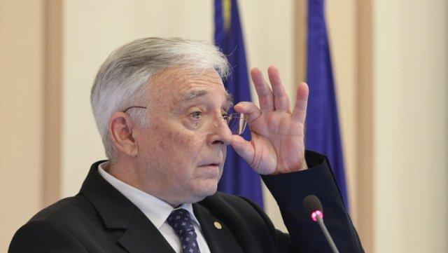 """Mugur Isărescu, despre deficitul bugetar: Îţi faci vara sanie şi iarna car. Apar alegerile, gata"""""""