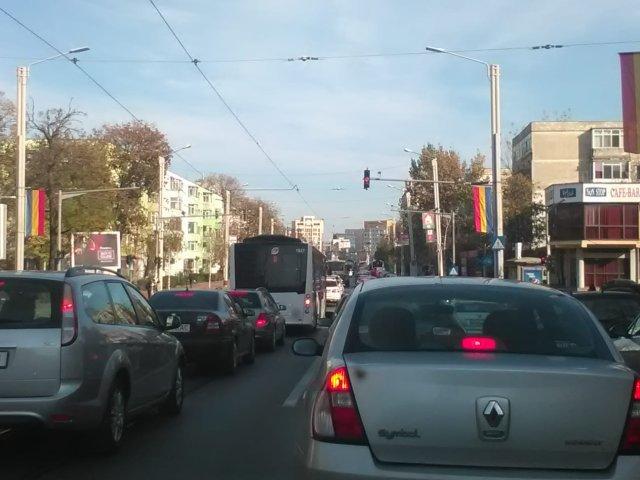 Propuneri de la ieșeni pentru fluidizarea traficului în Nicolina: parcări supraetajate printre blocuri, căi suspendate pentru tramvaie și autobuze