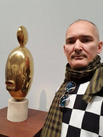 Un art dealer controversat s-a sinucis. Și-a vizitat părinții pentru a-și lua adio