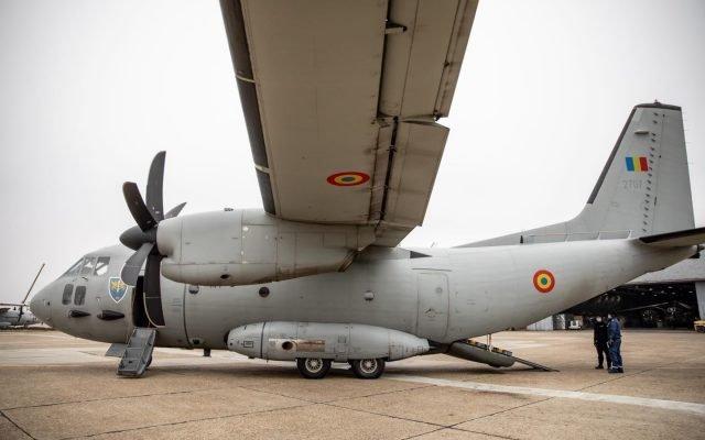 4 bolnavi de COVID duși de la Bucureşti la Târgu Mureş cu o aeronavă C-27J Spartan