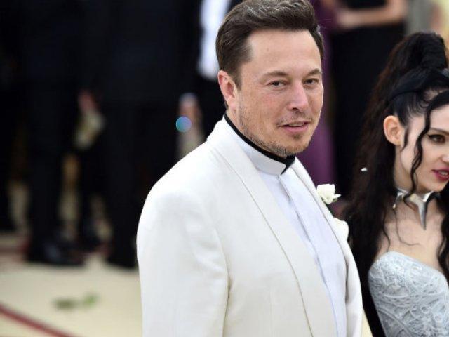 Elon Musk și cântăreața Grimes s-au despărțit după trei ani de relație
