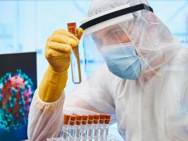 Estimare: 17.000 de infectări zilnice, 2.500 de pacienți la ATI peste o lună