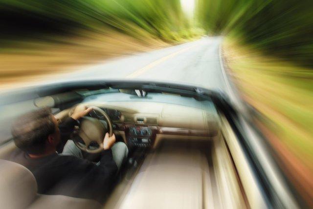 Omorât pe drumul sătesc dis-de-dimineaţă de un vitezoman: circula cu mult peste 100 km/h printre case