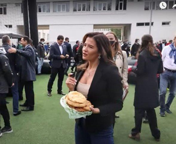 VIDEO Luis Figo, dat pe spate de o moldoveancă sexy care i-a oferit plăcinte