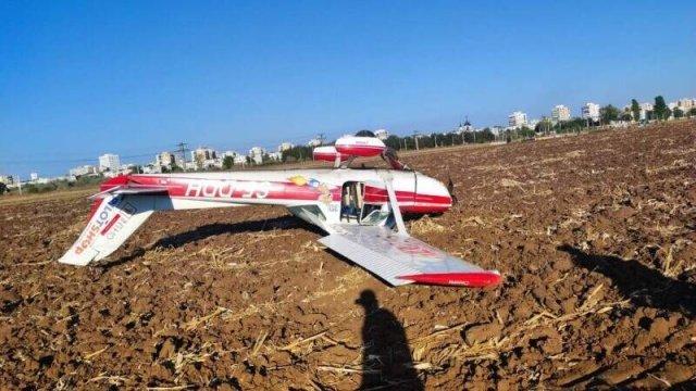 Un avion de mici dimensiuni a aterizat forţat pe un câmp din Prahova