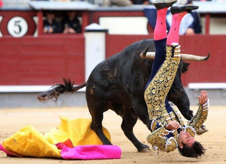 FOTO Aceste imagini groaznice au suspendat luptele cu tauri