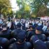 VIDEO: Violențe la Chișinău: Jandarmii s-au bătut cu manifestanții care voiau să pătrundă în Piața Marii Adunări Naționale cu ocazia Zilei Independenței