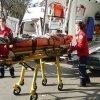 Un ieşean care a alergat după tramvai a fost lovit de o maşină