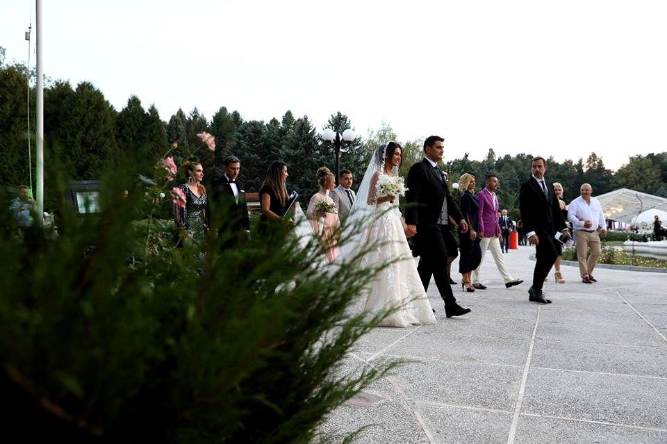 Noi Imagini De La Nunta Fiului Lui Liviu Dragnea Cununie în Stil